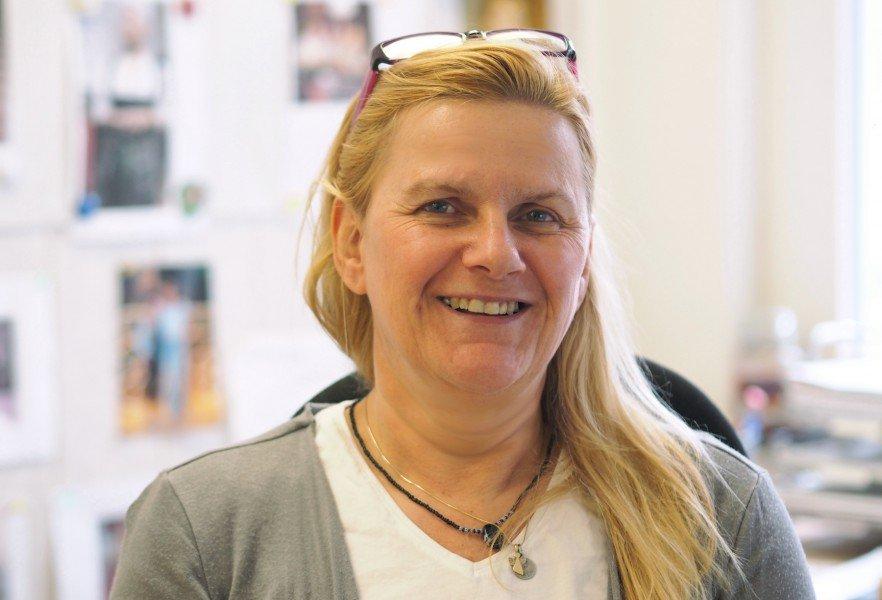 Portraetfoto von Ute Kenyon, die einen Pflegedienst in Dortmund leitet