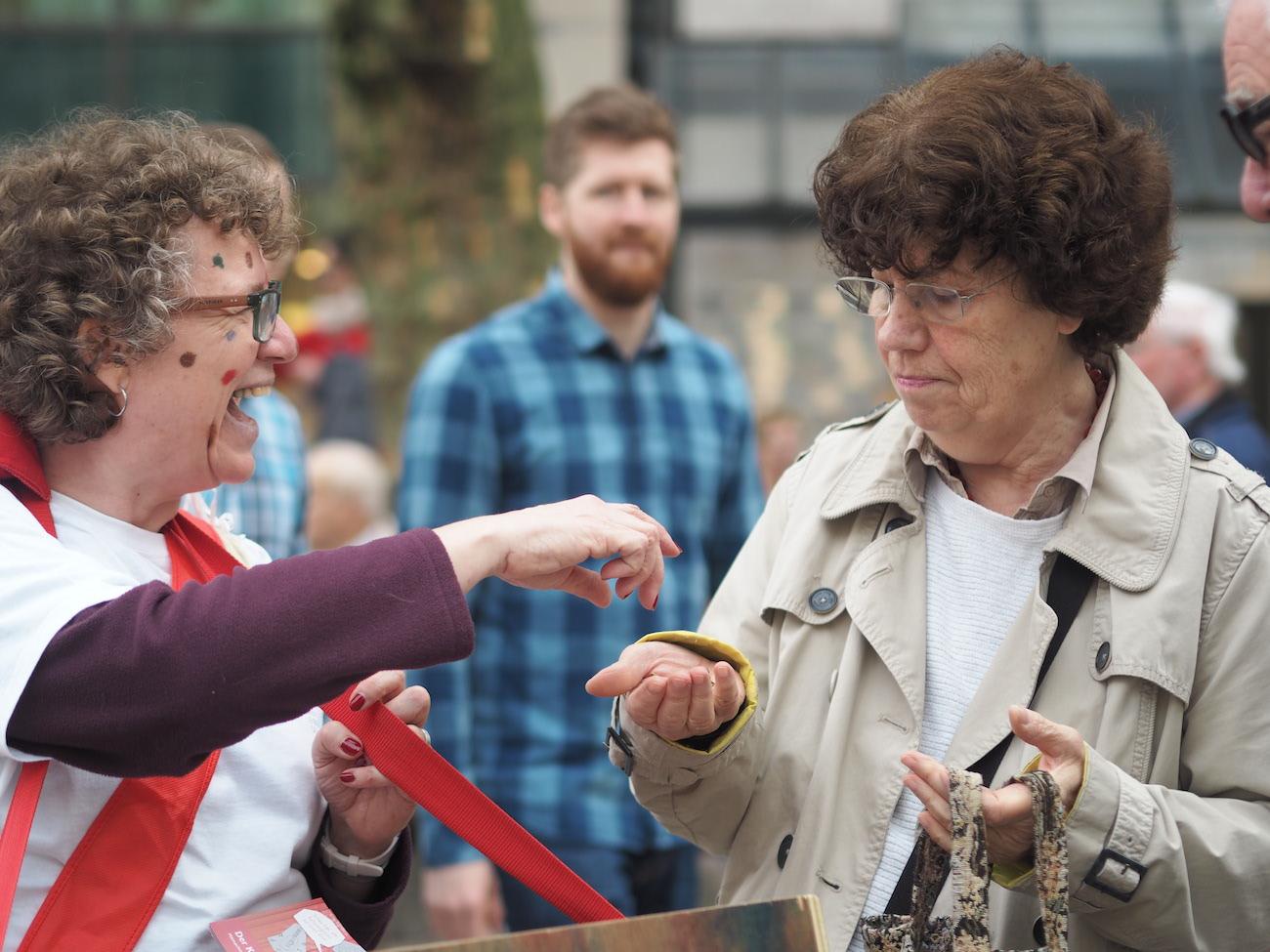 Viele Passanten in der Hamburger City zeigten Interesse