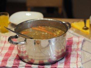 Reportage aus der Demenz-WG: Lecker Linsensuppe – fachkundig abgeschmeckt von einer Bewohnerin