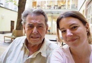 Fahrradrikscha für Senioren – Kati Cares mit Pflegeheimbewohner Günter