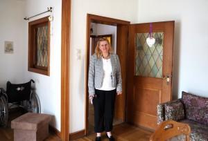 Dortmund: Ute vom Pflegedienst Ute Kenyon in einer Demenz-WG