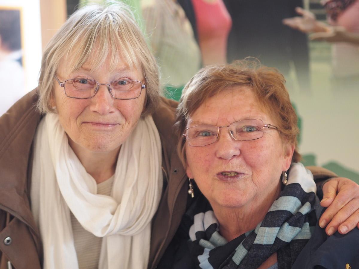 Annemarie Peters (75, links im Bild) und Christa Mühlmann (76) engagieren sich bei der Arbeiterwohlfahrt