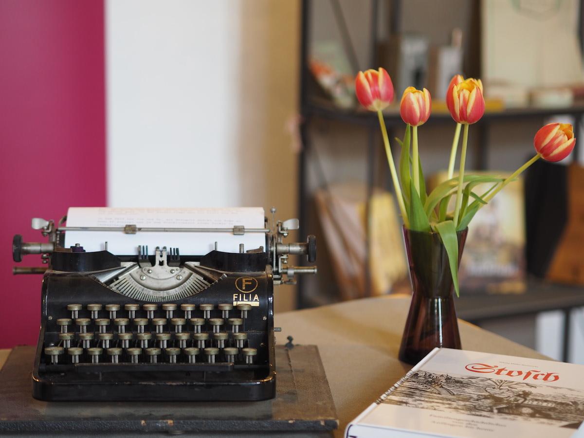 Historische Schreibmaschine am Stand von Frank Buchwald