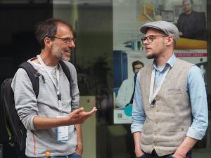 Informeller Austausch in der Pause: Jörg Benter, Projektleiter Dienstpläne/EDV an der Uniklinik Köln (links) und Meiko Frischkorn, Fachberater für Pflege beim BBF Forum aus Hamburg
