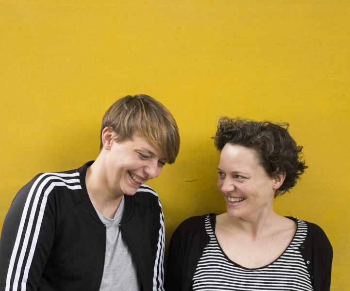 endlich. Podcast über den Tod. Caro und Susann sind die Macherinnen Foto: John Facenfield
