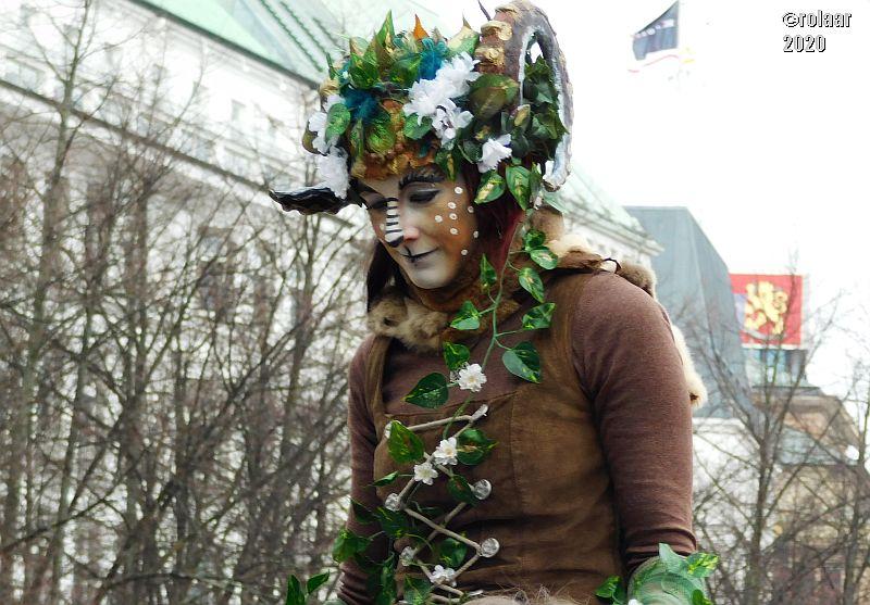 Der Maskenzauber in der Hamburger City weckte bei Rose Erinnerungen an den Karneval in Köln (Foto: Rose Laarmann)